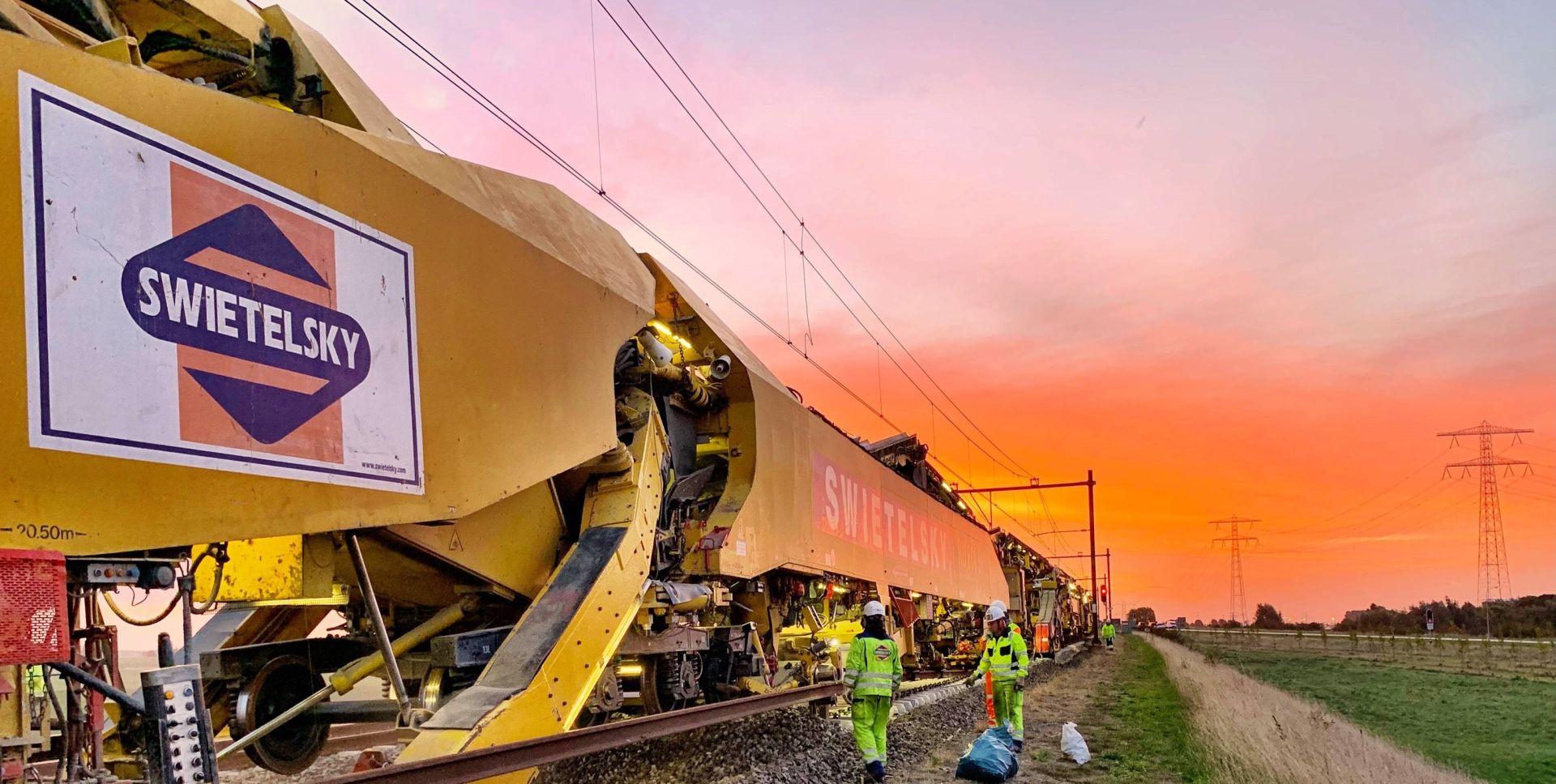 Speciální stroj RU 800. Foto: Swietelsky Rail