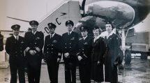 Posádka letadla De Havilland Comet 4 před prvním transatlantickým letem proudovým letadlem. Foto: British Airways