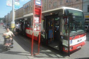Autobus linky H1 na Náměstí Republiky. Foto: presbariery.cz