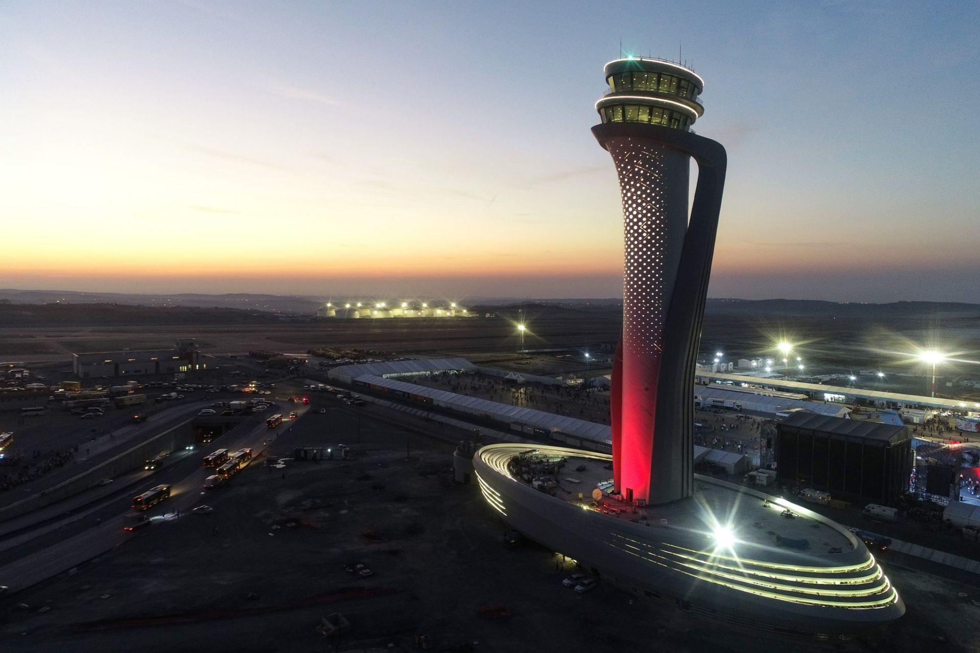 Nová řídící věž na novém istanbulském letišti. Foto: Pininfarina