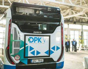 Autobus Iveco Urbanway v garážích Dopravního podniku Karlovy Vary. Foto: DPKV
