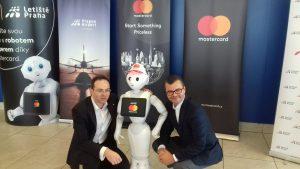 Robot Master Pepper na Letišti Praha. Autor: Mastercard