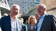 Dan Ťok (vpravo) na návštěvě liberecké nemocnice doprovázen lídrem hnutí ANO v Liberci Jiřím Němečkem. Foto: facebookový profil Jiřího Němečka