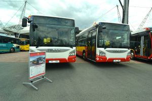 Autobusy Iveco Urbanway v barvách Dopravního podniku města Hradce Králové. Foto: DPMHK
