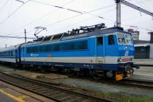 České dráhy na rychlíky R18 Brno - Bohumín obvykle nasazují elektrickou lokomotivu 362. Foto: Jan Sůra