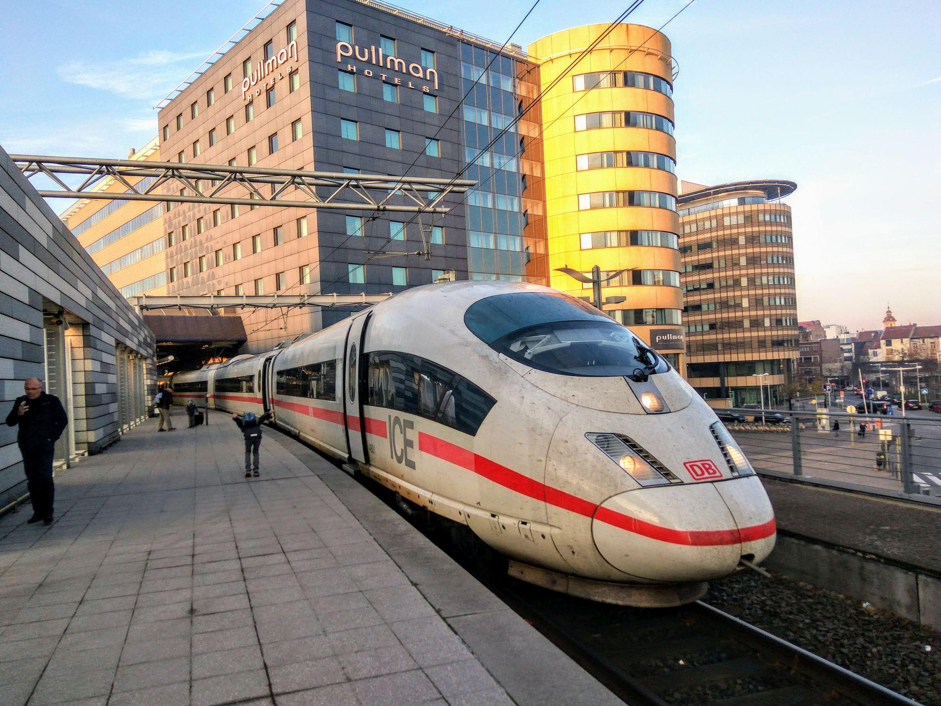 Vlak ICE na nádraží v Bruselu připravený k odjezdu. Foto: Jan Sůra