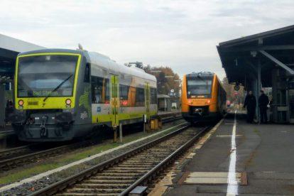V Marktredwitz se běžně potkávají soupravy tří dopravců. Kromě na fotce nepřítomných Deutsche Bahn také dopravci Agilis a Oberpfalzbahn. Foto: Jan Sůra