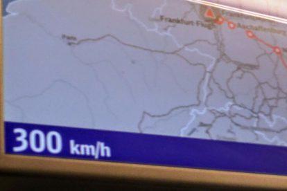 Mezi Frankfurtem a Kolínem. Foto: Jan Sůra