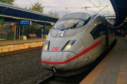 ICE z Mnichova do Essenu ve stanici Köln Messe/Deutz. Foto: Jan Sůra