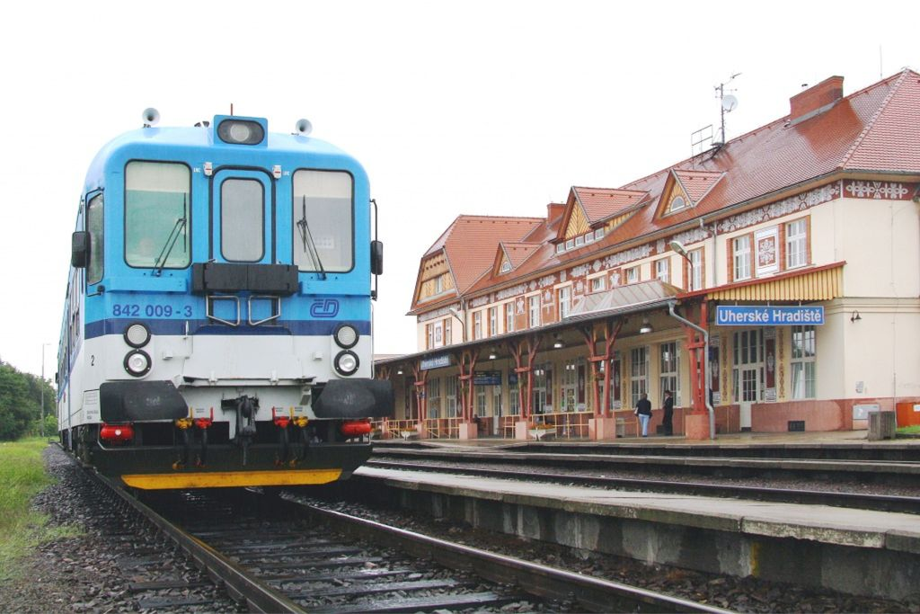 Motorový vůz 842 v Uherském Hradišti. Foto: České dráhy