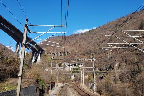 Výhled ze stanoviště strojvedoucího na jižní části Gotthardské dráhy. Foto: archiv Vincenza di Pasqualeho
