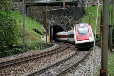 Expres Curych - Miláno na původní Gotthardské dráze v roce 2011. Foto: Jan Sůra