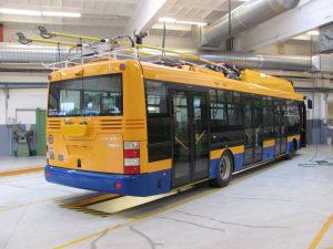 Parciální trolejbus 30 Tr v barvách Dopravní společnosti Zlín - Otrokovice. Foto: DSZO