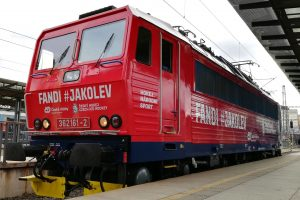 Lokomotiva 362.161 v novém polepu hokejové reprezentace. Foto: České dráhy
