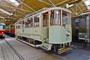 Historická tramvaj v muzeu pražské MHD. Pramen: DPP