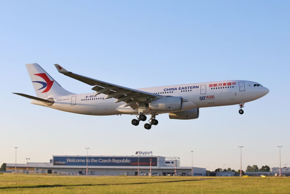 Letadlo China Eastern v Praze. Pramen: Letiště Praha