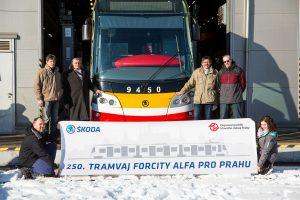 Předání poslední tramvaje 15 T. Foto: Škoda Transportation
