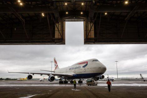 Boeing 747-400 v Dublinu před vjezdem do lakovny. Foto: BA