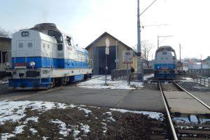 Bratři z Rumunska: lokomotivy Faur 748.536-0 (r. 1981) a 748.535 (r. 1980) Autor: Zdopravy.cz/Jan Šindelář