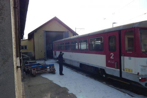 Vůz 810 míří do někdejšího Křižíkova depa. Autor: Zdopravy.cz/Jan Šindelář