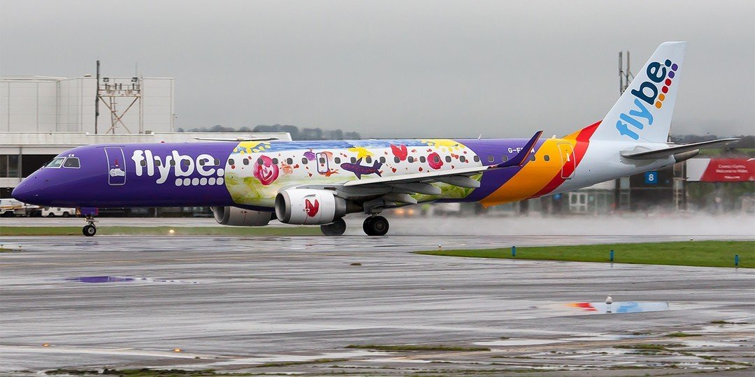 Embraer E-195 v barvách Flybe. Foto: Cardiff Airport
