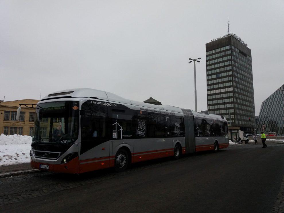 Hybridní autobus Volvo v Praze. Autor: Zdopravy.cz/Jan Šindelář