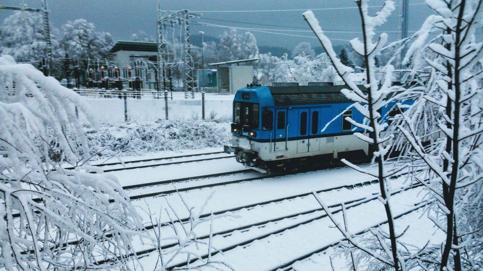 Osobní vlak Stará Paka - Liberec v Jeřmanicích. Foto: Jan Sůra