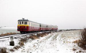 V60. a 70. letech jezdily až všestivozových soupravách spřípojnými vozy na rychlících například i na současných koridorových tratích. Foto: České dráhy