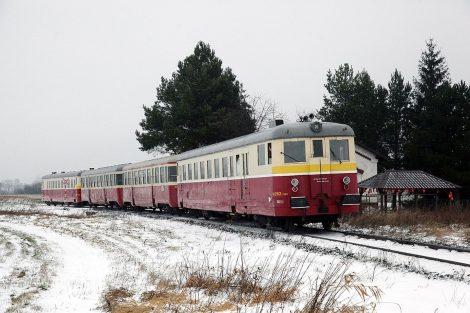 Poslední motorové vozy původní řady M 262.0 označené od roku 1988 jako řada 830, resp. vpřípadě remotorizace jako řada M 262.1, po novu 831, dojezdily vpravidelném provozu až vroce 2010. Foto: České dráhy