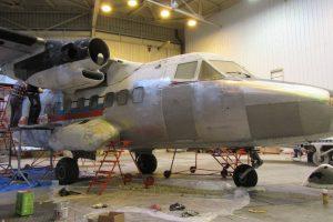 Let XL 410 v opravě v hale Aircraft Industries. Foto: Letecké muzeum Kunovice