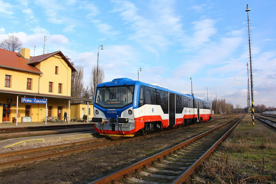 Motorová jednotka 813 společnosti KŽC Doprava. Pramen: ROPID