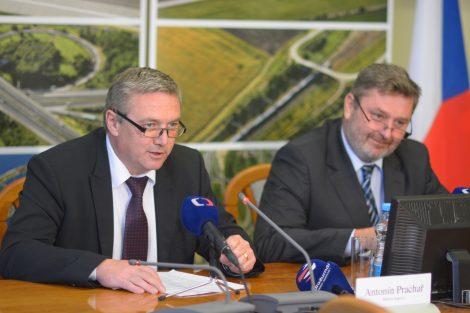 Bývalý ministr dopravy Antonín Prachař (vlevo) s tehdejším náměstkem Milanem Ferancem. Foto: Ministerstvo dopravy