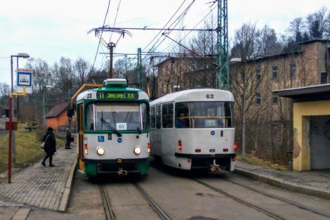 Křížení tramvají mezi Libercem a Jabloncem nad Nisou v Proseči nad Nisou. Foto: Jan Sůra