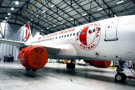 Airbus A319 OK-MEL s polepem SK Slavia Praha. Foto: archiv ČSA