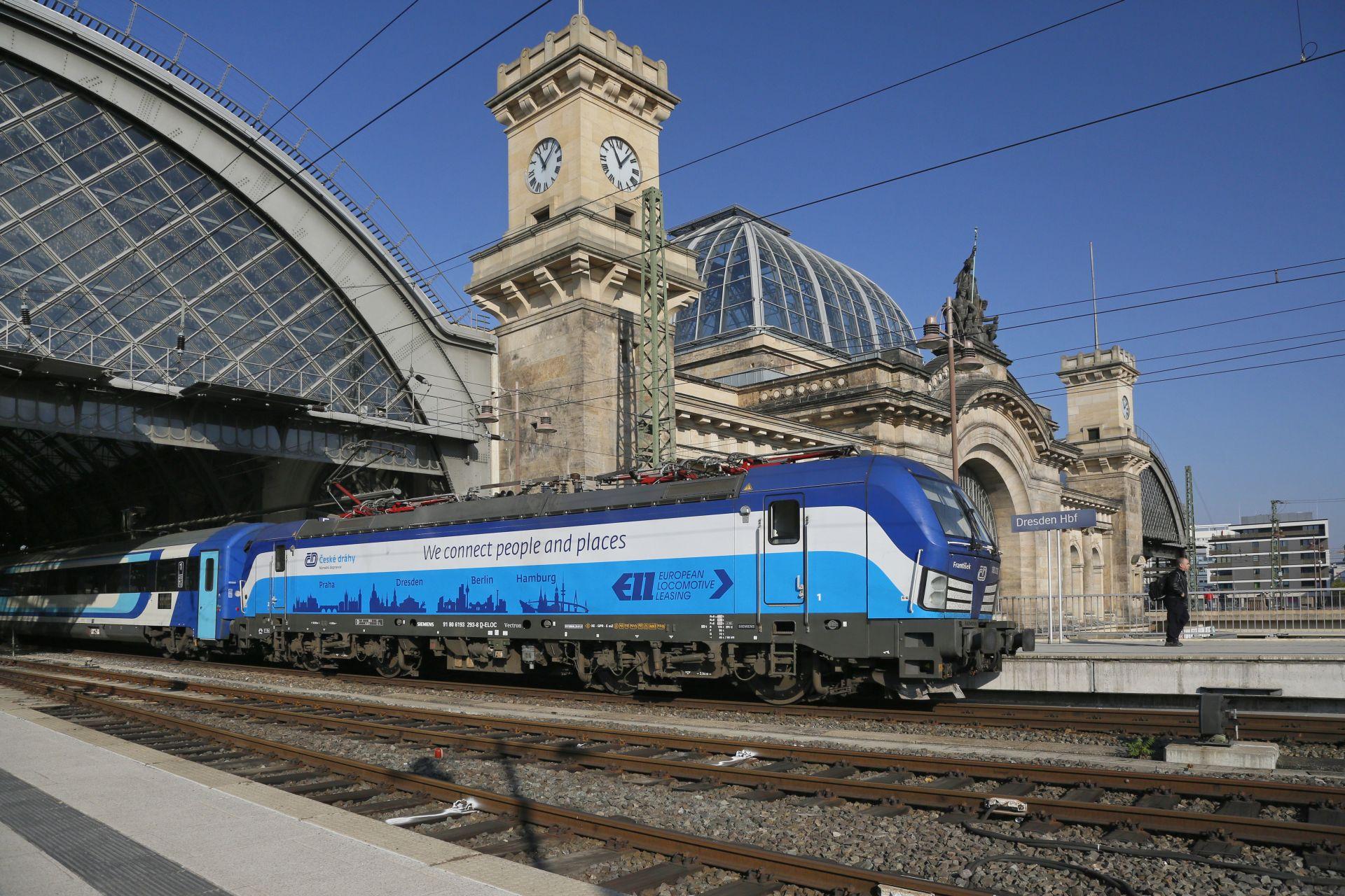 Lokomotiva Siemens Vectron v barvách Českých drah v Drážďanech. Foto: České dráhy