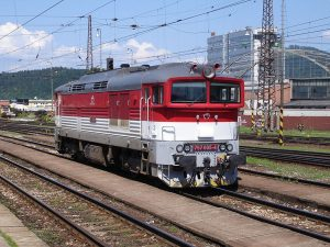 Lokomotiva řady 757 v barvách ZSSK. Foto: R.D. - Rolf-Dresden/Wikimedia Commons