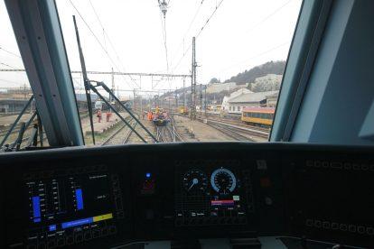 Mimořádná událost ve stanici Praha - Smíchov. Vlak RegioJetu projel návěst Stůj, od srážky s drezínou SŽDC ho dělilo 37 metrů. Foto: Drážní inspekce