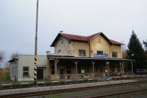 Železnicí stanice Mikulášovice dolní nádraží. Foto: Gumideck/Wikimedia Commons