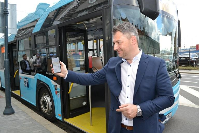 Šéf DPO Daniel Morys předvádí novou aplikaci. Pramen: DPO