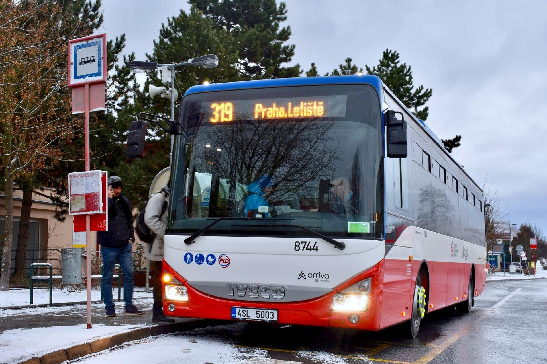 Iveco Crossway LE v barvách Pražské integrované dopravy. Foto: Arriva