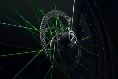 Hydraulická brzda vpředu s ABS a zabudované LED osvětlení se starají o bezpečnou jízdu. Foto: Škoda Auto