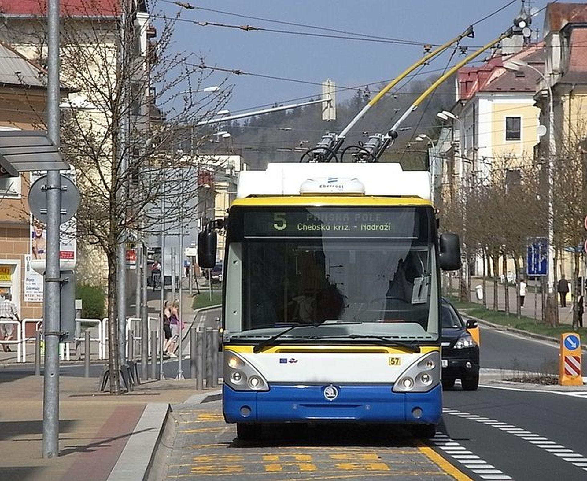 Trolejbus Škoda 24Tr Irisbus v Mariánských Lázních. Foto: Aisano / Wikimedia Commons