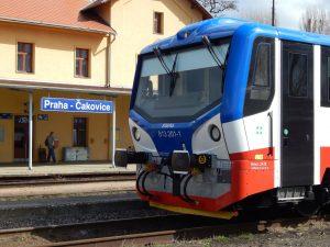 Motorák řady 813, zvaný mravenec, ve stanici Praha-Čakovice. Autor: Zdopravy.cz/Jan Šindelář