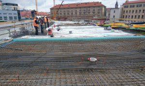 Příprava na betonování viaduktu u autobusového nádraží na Florenci. Foto: Jan Sůra