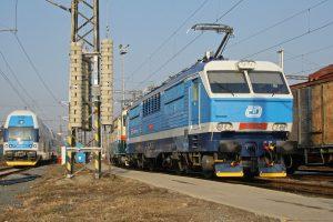 Lokomotiva 151 a elektrická jednotka 471 v Přerově. Foto: České dráhy