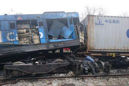 Srážka lokomotivy s nákladními vozy v přístavu Mělník. Foto: Drážní inspekce
