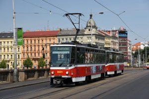 Tramvaj T6A5 v Praze na Palackého mostě. Foto: Michal Chrást