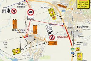 Mapa objízdných tras a dopravního značení při uzavírce mostu na silnici I/35 v Hořicích