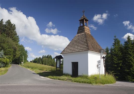 Silnice II/288 vede i kolem Sejkorské kaple. Foto: Semily.cz