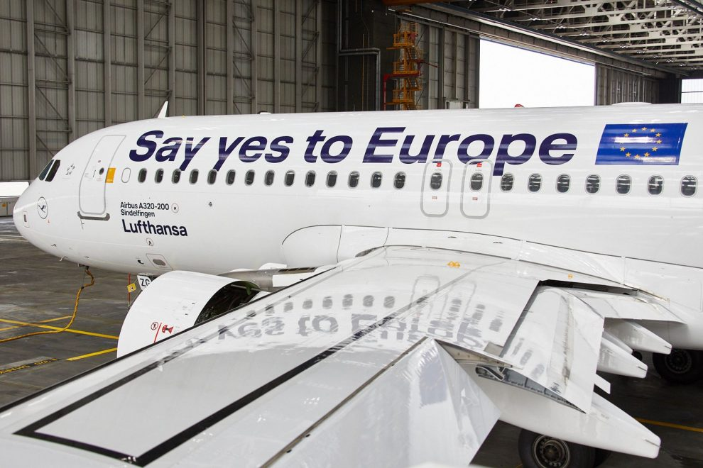 Airbus A320 v polepu propagujícím evropské volby. Foto: Lufthansa